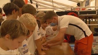 Sie dribbeln, laufen und haben vor allem Spass. Doch die Kinder im Juniorencamp des FC Aarau haben auch eine klare Meinung zum Spiel der Grossen. So hätten es die Profis in der aktuellen Saison anders machen sollen.