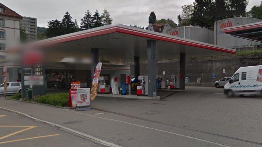 Zwei Täter haben die Avia-Tankstelle an der St.Galler Oberstrasse überfallen.