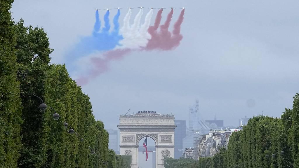 Spiel mit Macron: Youtuber überfliegen Paris mit Kunstflugstaffel