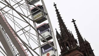 Das Riesenrad auf dem Münsterplatz.