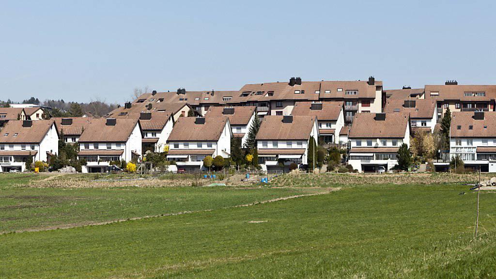 Das Einfamilienhaus ist für viele Schweizerinnen und Schweizer immer noch das Mass aller Dinge. (Symbolbild)