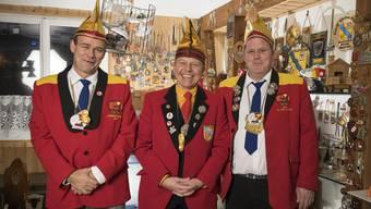 In der Cliquenstube treffen die drei Präsidenten der Clique Schäflibach – Stefan Bohnenblust (v.l.), Daniel Leutwiler und Daniel Keel – gemeinsam mit den neun Vorstandsmitgliedern alle wichtigen Entscheidungen.
