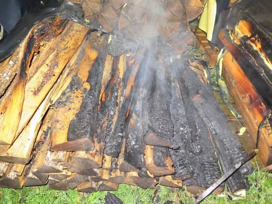 Bubendorf BL, 17. August: Am Samstagabend kurz vor 22 Uhr brannte im Gebiet Wolfach ein grösserer Holzstapel. Wer ihn angezündet hat, ist unklar. Verletzt wurde niemand. Die Polizei sucht Zeugen.