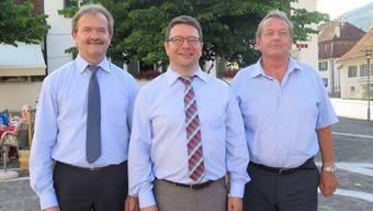 Der neue, Siegfried Flury (links), und der bisherige Geschäftsführer der OeBB, Heinz Kamber, umrahmen Thomas Fluri, den Präsidenten des Verwaltungsrates.