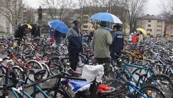 Ob sich die Gemeindepolizei wohl für sparsame Patrouillenfahrzeuge interessiert? pel