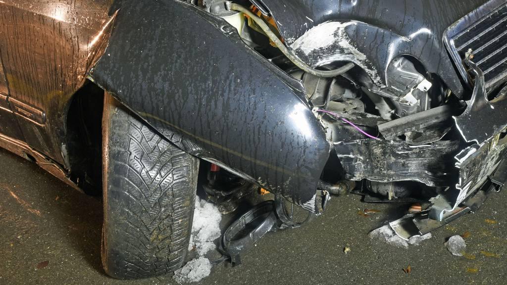 Alkoholisierter Autofahrer fährt nach Selbstunfall nach Hause
