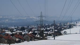 Konflikt: Stromunternehmen Axpo will neue Freileitung, Verein und Anwohner wollen eine Erdverkabelung.