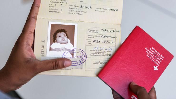 Was lief in den 1980er-Jahren falsch? Adoptierte aus Sri Lanka finden in ihren Papieren Widersprüche. Das eidgenössische Parlament hat den Bund beauftragt, die damalige Praxis zu untersuchen.