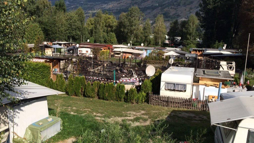 Drei Wohnwagen brannten vollständig aus, drei weitere wurden in Mitleidenschaft gezogen.