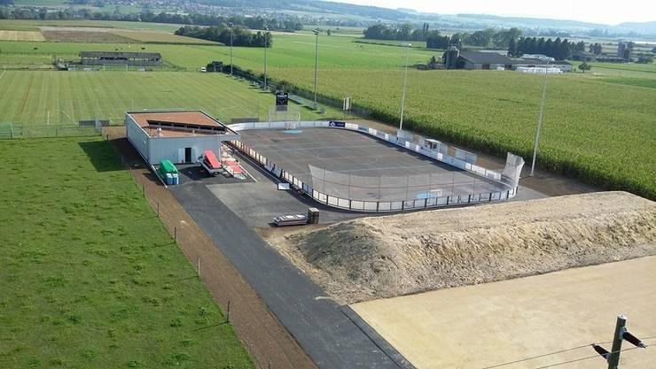 Das Spielfeld samt Clubhaus des SHC Bettlach von oben