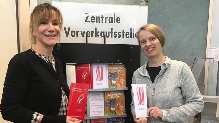 Ursula Thomann (links) hat die Zentrale Vorverkaufsstelle von Sabine Schafroth übernommen.