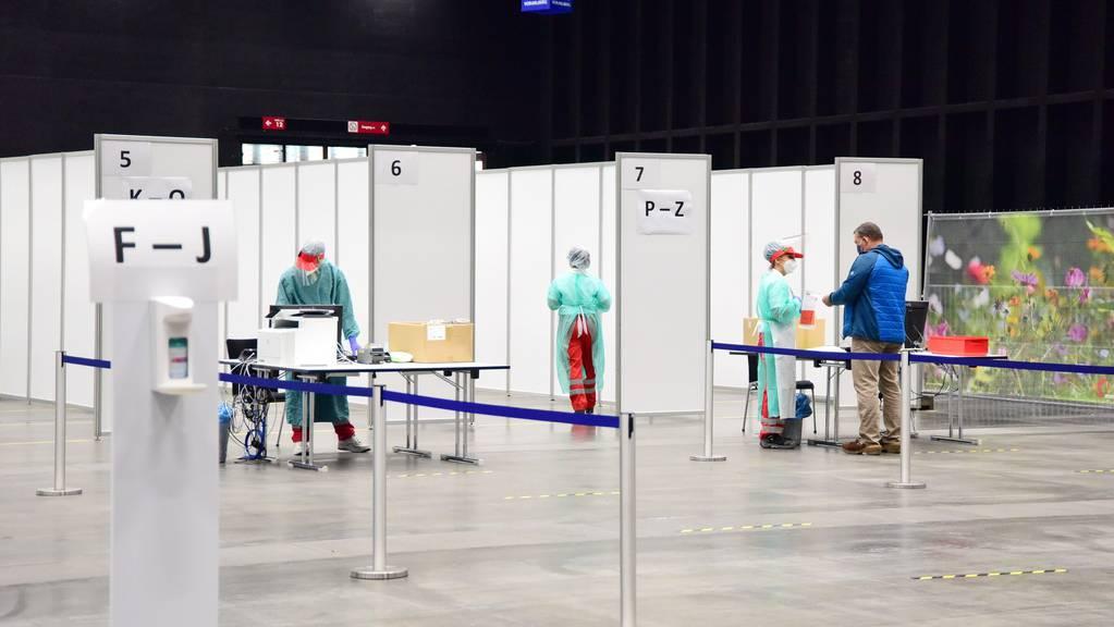 Im Dornbirner Messegelände wird das stationäre Notversorgungszentrum für Covid 19-Erkrankte wieder aufgebaut.