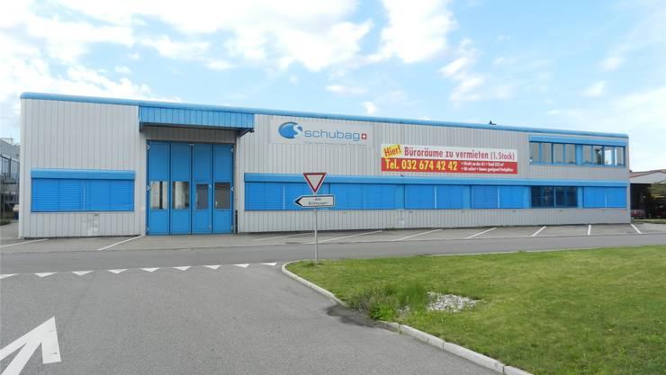 Das Gebäude, das von der Molkerei Lanz AG gekauft wurde, ist nur teilweise besetzt. Im rechten Teil wird der neue Laden eingebaut.rm
