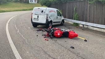 Motorrad kollidiert in Strengelbach mit schleuderndem Auto