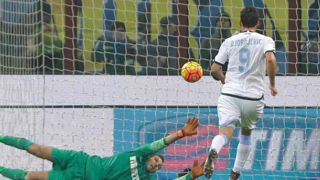 Die entscheidende Szene im San Siro: Inters Torhüter Samir Handanovic hat beim Penalty-Nachschuss in der 87. Minute das Nachsehen