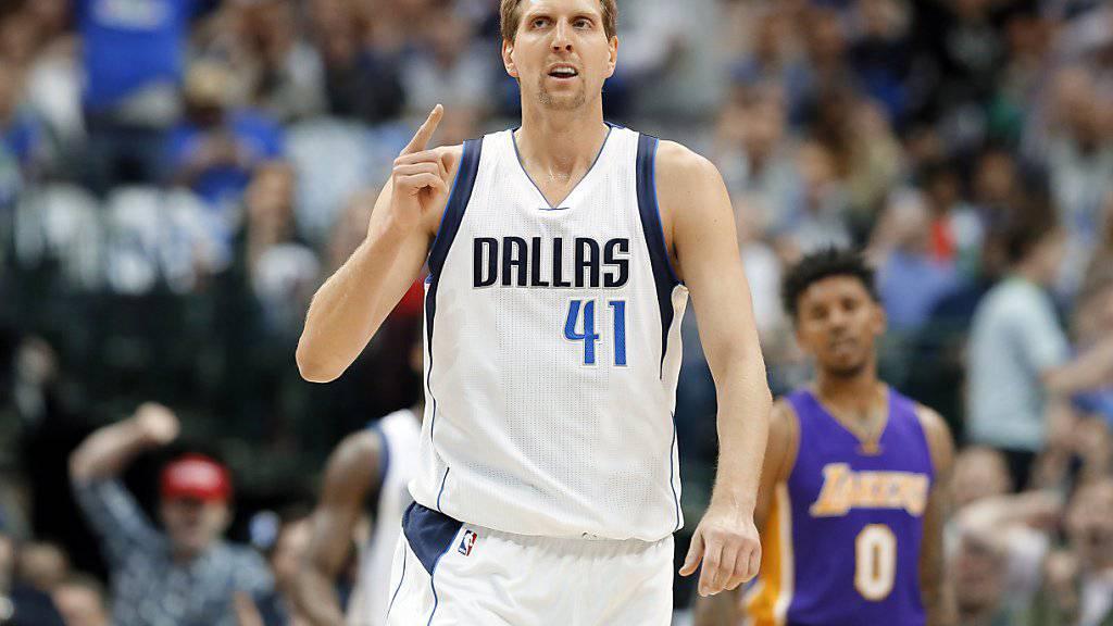 Dirk Nowitzki nimmt seine 20. Saison mit den Dallas Mavericks in Angriff