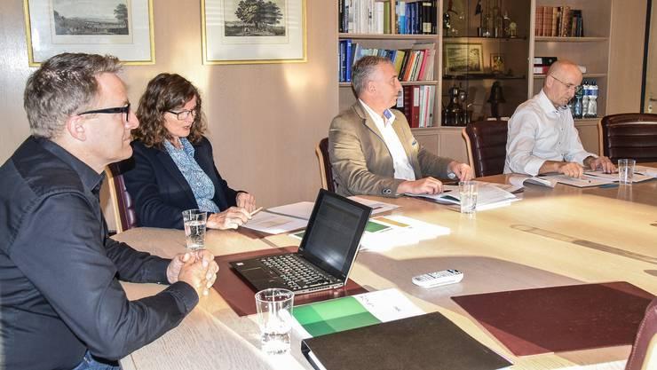 Gemeindeammann Arsène Perroud, Finanzministerin Ariane Gregor, der Bereichsleiter Finanzen Thomas Laube und der Finanzverwalter Gregor Kaufmann bei der Präsentation des Budgets 2020.