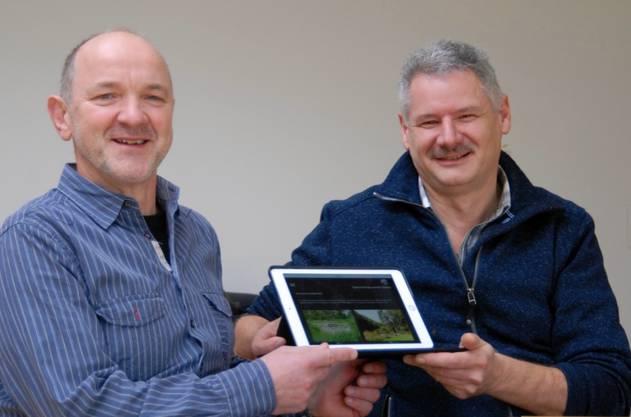 neuer Webmaster Roland John (links) und der bisherige Webmaster Edgar Schuhmacher