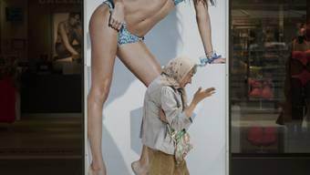 Die Frau in der Werbung: Bild und Realität klaffen oft auseinander - mit negativen Folgen für das körperliche und seelische Wohlbefinden. (Symbolbild)
