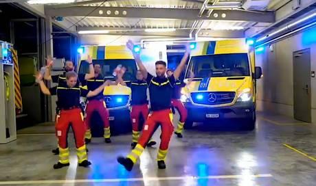 Schweizer Sanitäter tanzen in ihren Pausen zu Country-Musik – das steckt dahinter - Aargauer Zeitung