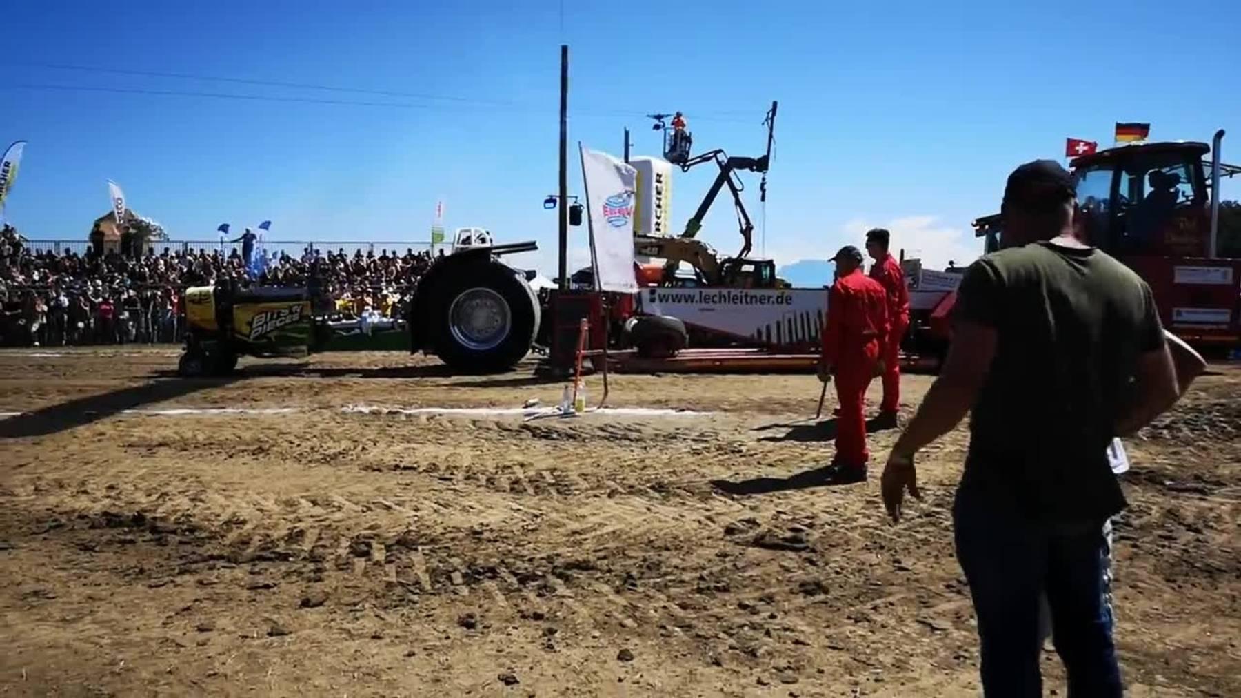 Thumb for ‹Motoren dröhnen und die Erde bebt beim Tractor Pulling in Knutwil›