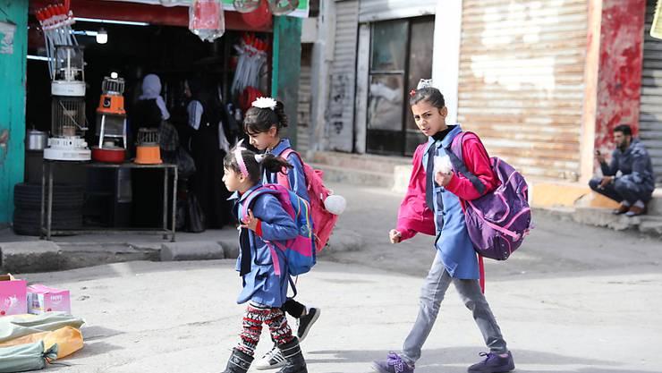 Sind von Hilfsgeldern des Uno-Palästinenserhilfswerks abhängig: Schulkinder im Flüchtlingslager Whedat nordöstlich der jordanischen Hauptstadt Amman.