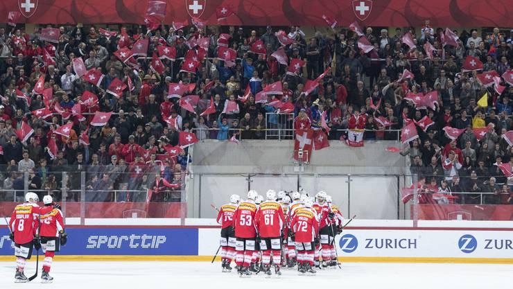 Die Schweizer Eishockey-Nationalmannschaft überzeugt mit einer soliden Defensive.