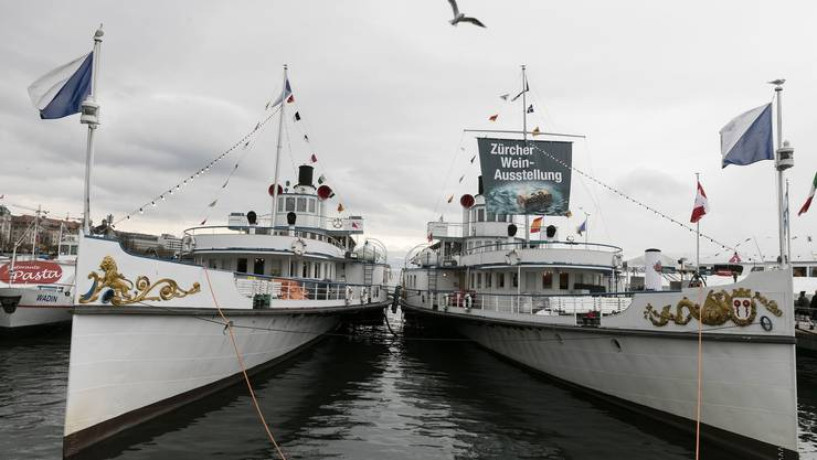 Die beiden Raddampfer Stadt Zürich und Stadt Rapperswil sind zusammen mit 10 weiteren Schiffen derzeit für die Expovina am Bürkliplatz.