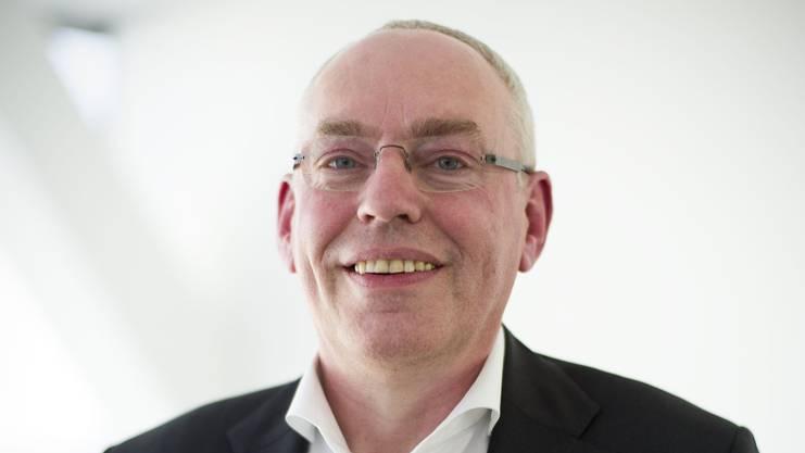 Der 59-jährige Belgier Ludo Ooms hat Elektromechanik und Wirtschaft in Antwerpen studiert. Seit 1988 arbeitet Ooms für die Pharmasparte von Johnson & Johnson. Zu Beginn war er im Finanzbereich in diversen Funktionen tätig. Zwischen 2012 und 2017 verantwortete er das Pharmageschäft in der Schweiz und Österreich. Nun ist er für die Integration von Actelion zuständig.