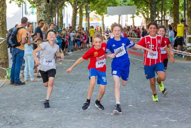 Impressionen Aarauer Altstadtlauf 2018 Mehr als 1100 Teilnehmerinnen und Teilnehmer rannten durch die Gassen der Aarauer Altsdtadt, darunter auch fast 500 Kinder.
