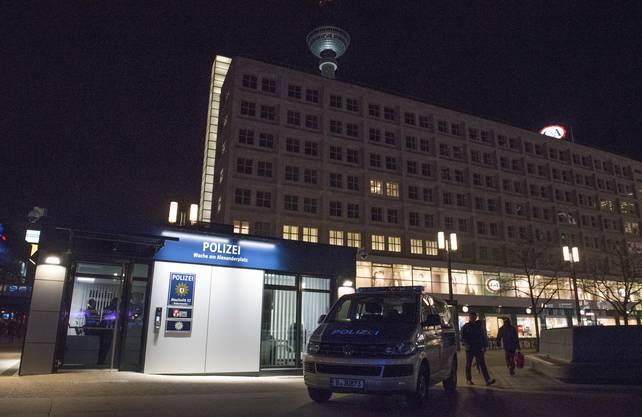 Die Polizeiwache am Berliner Alexanderplatz.