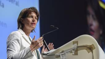 """""""Wir müssen das schaffen"""": Bundespräsidentin Doris Leuthard fordert am """"Tag der Wirtschaft"""" die Umstellung auf die nächste Mobilfunkgeneration innert vier Jahren."""