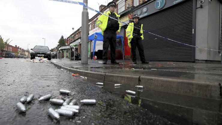 Bei einer Schiesserei in Manchester sind zehn Menschen verletzt worden. Die Polizei in der Stadt im Nordwesten Englands wurde nach eigenen Angaben in der Nacht zum Sonntag ins Stadtviertel Moss Side gerufen, nachdem dort Schüsse gefallen waren.