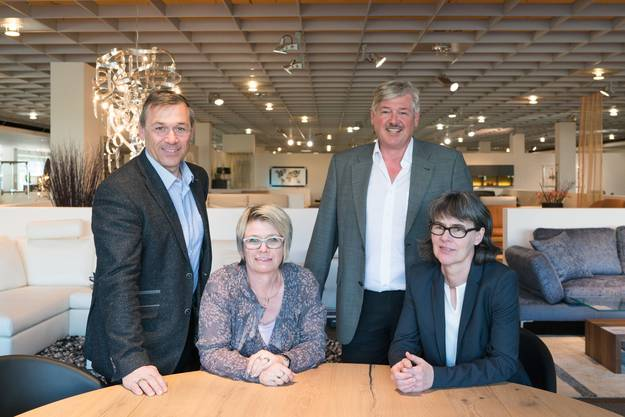 Das Möbelhaus «Möbel Meier» in Brugg ist ein Familienbetrieb: (von links) Martin und Marlis Kamber, Christoph und Marianne Kamber.