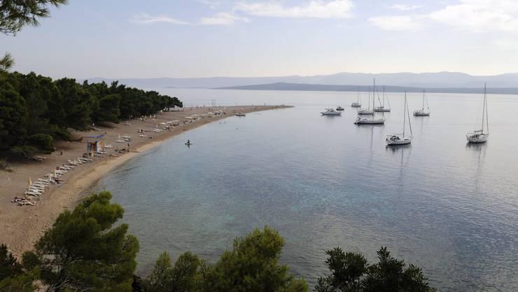 Kroatien ist auch für seine schönen Strände bekannt. Das Bild zeigt einen Strand auf der Insel Brac.