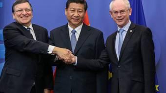 Xi Jinping (m.) mit José Manuel Barroso (l.) und Herman Van Rompuy