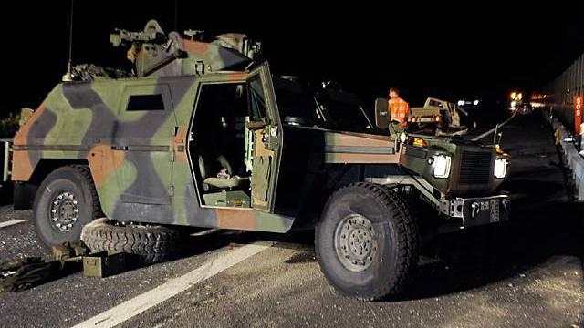Das verunfallte Armeefahrzeug