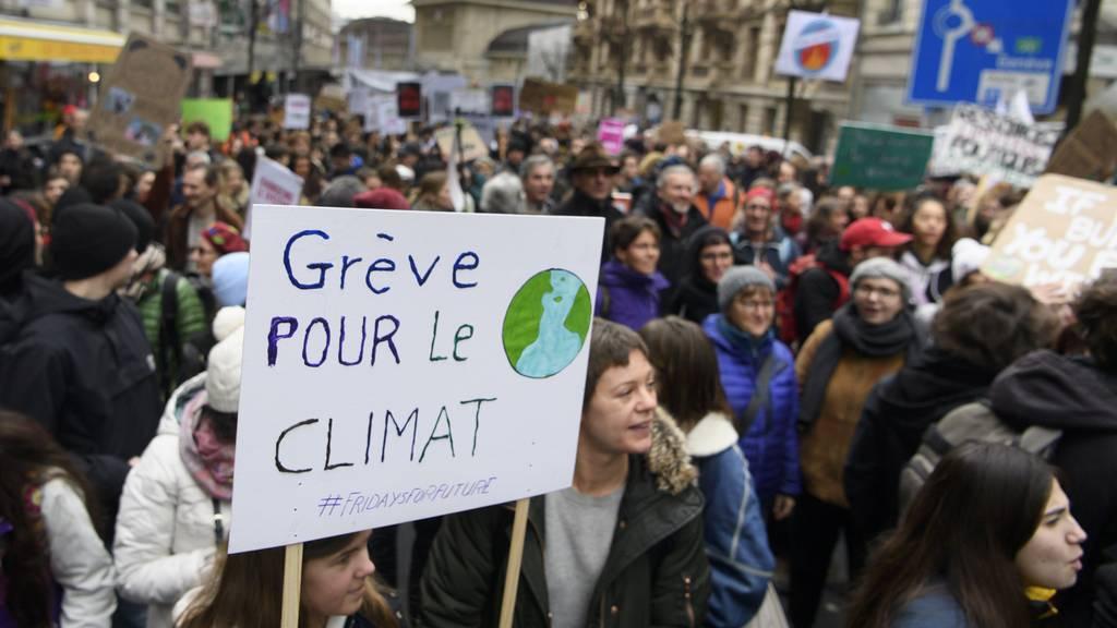 Klimajugend streikt wieder – und droht mit zivilem Ungehorsam