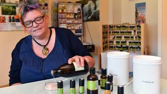 Jacqueline Müller vom Aroma-Atelier Laupersdorf