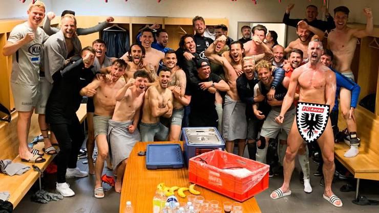 Das ultimative Kabinenbild: So präsentierte sich der FC Aarau nach dem 2:1-Auswärtssieg bei Servette