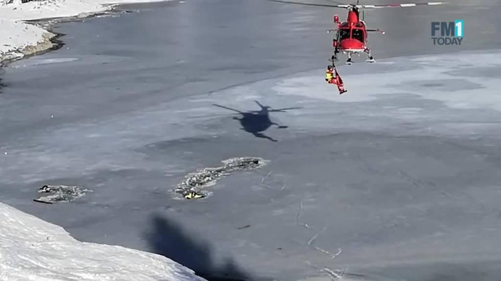 Zwei Männer ins Eis eingebrochen: Rettung aus dem eiskalten Wasser des Seealpsees