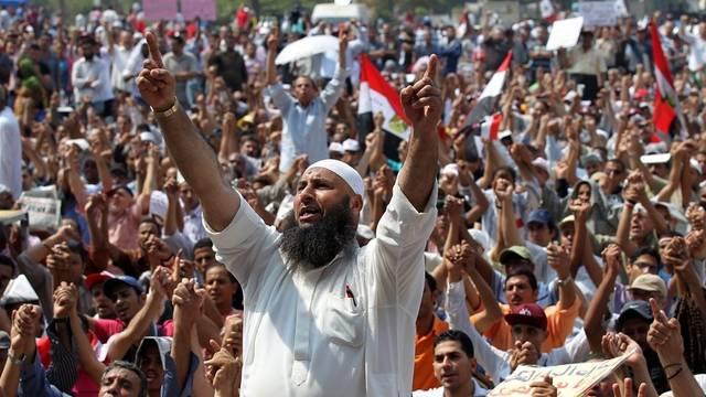 Die Notstandsgesetze sollen aufgehoben werden. Eine Forderung der Demonstrierenden in Kairo