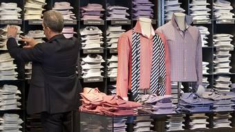 Der Bundesrat sagt der Hochpreisinsel Schweiz den Kampf an. Unter anderem will er die Importzölle auf Kleidern abschaffen. (Archivbild)
