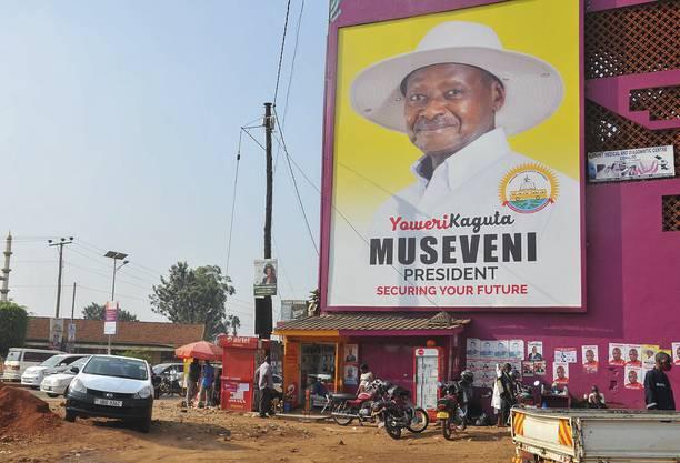 Wahlplakat von Yoweri Museveni: Der Diktator herrscht in Uganda seit 35 Jahren - und will weitermachen.