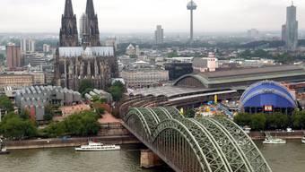 20'000 Menschen müssen in Köln vorübergehend aus ihren Wohnungen, weil am Rheinufer eine Weltkriegsbombe gefunden wurde (Symbolbild)