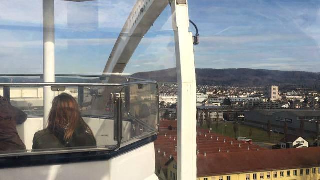 Perspektivenwechsel: eine Riesenradfahrt mit Ausblick über Lenzburg.