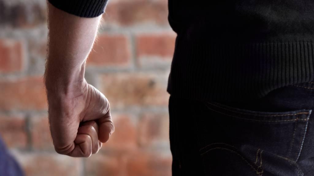 16-Jähriger schlug und bespuckte Polizisten