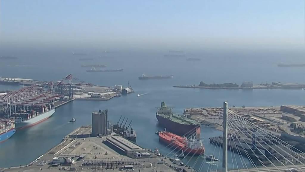 Rekordstau: 70 Frachtschiffe stehen vor dem Hafen in Los Angeles