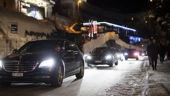 Obwohl das Verkehrskonzept geändert wurde, stauten sich die Autos während des WEF in Davos immer wieder. Es ereigneten sich vier Unfälle zwischen Bahnschranken.