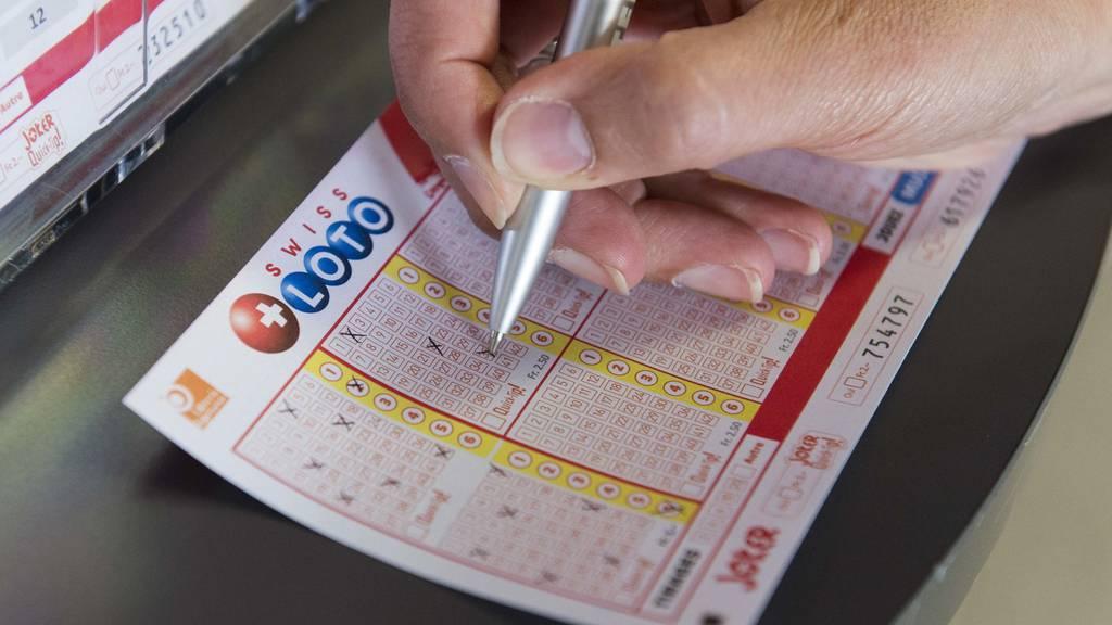 Im Schweizer Lotto hat ein Glückspilz 4,5 Millionen Franken gewonnen.